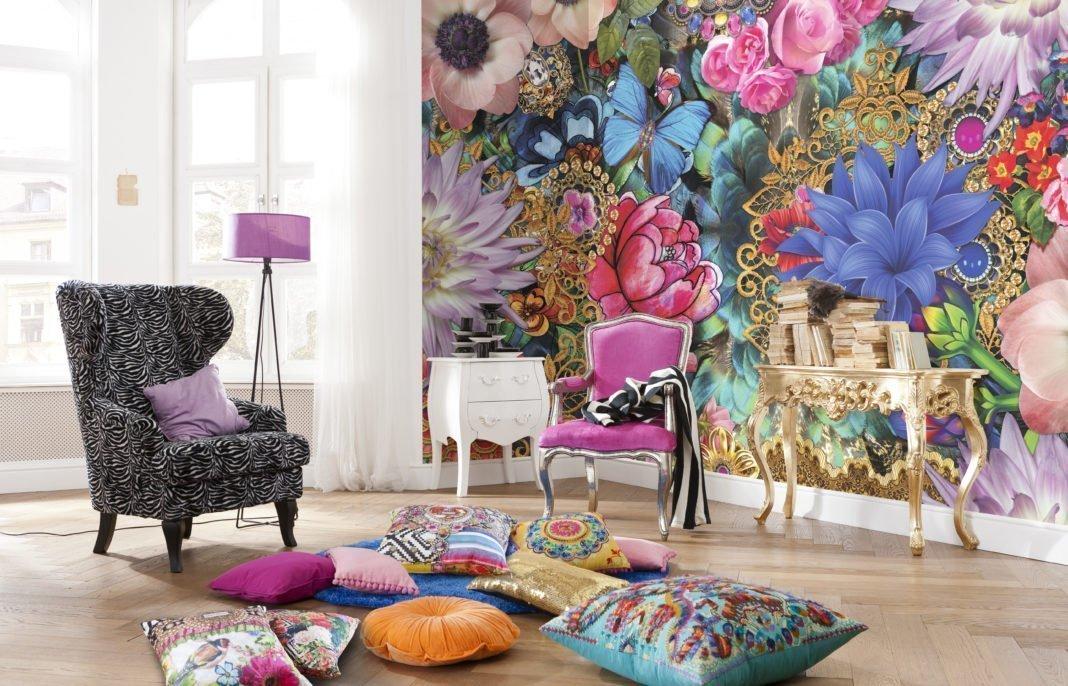 Подушки на полу в комнате