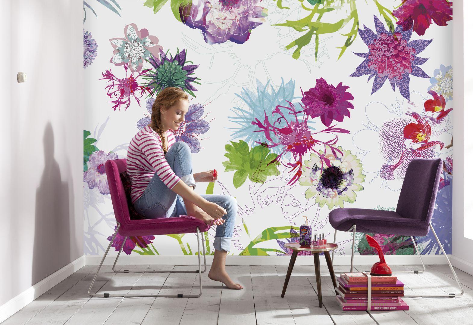 Обои с крупными цветами в интерьере