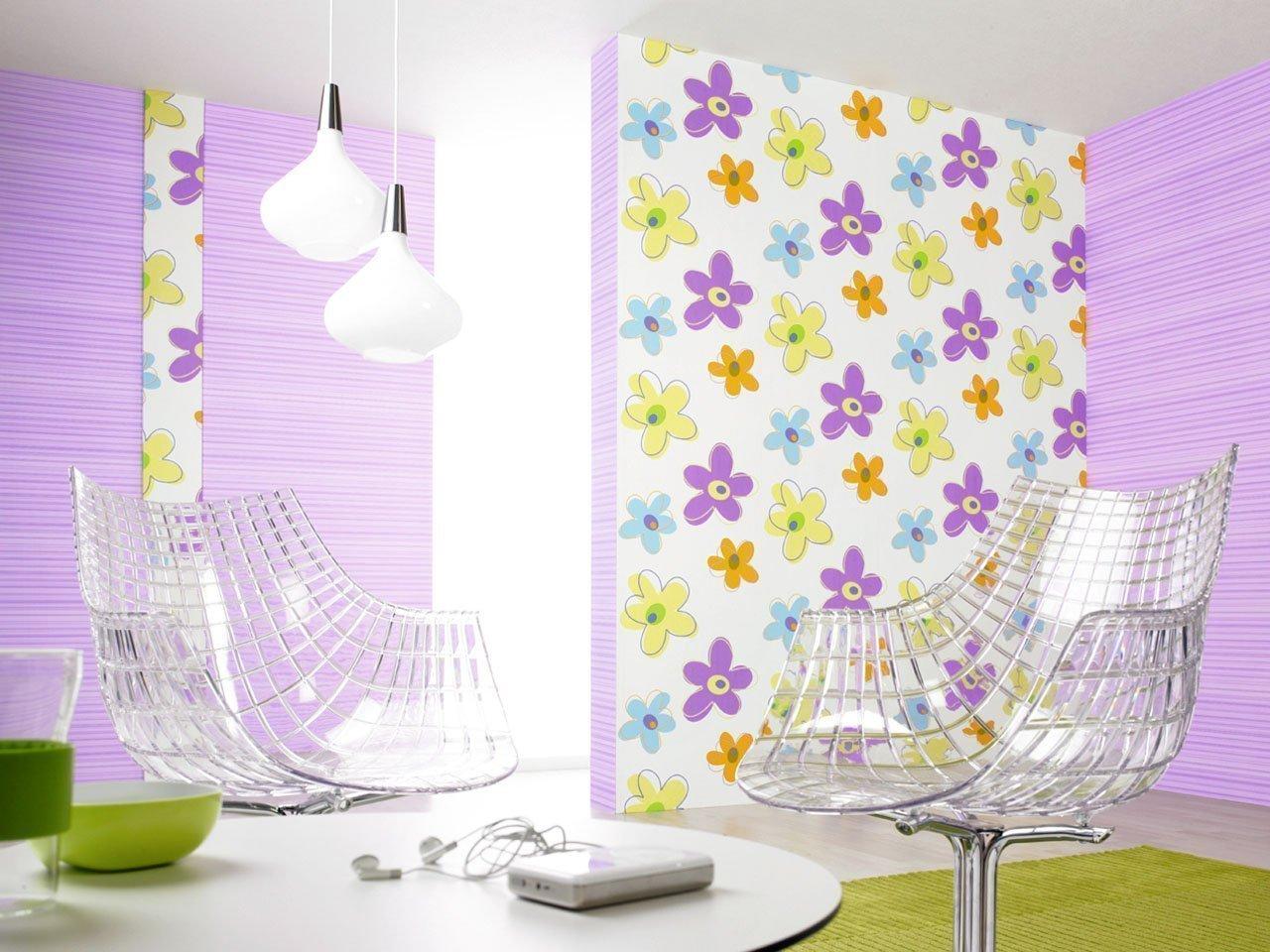 Обои с яркими цветами в интерьере