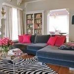 Коврик-зебра в гостиной