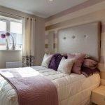 Кровать в спальне 6 кв. м.
