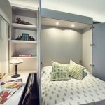 Откидная кровать в маленькой спальне