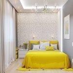 Желтый текстиль в спальне