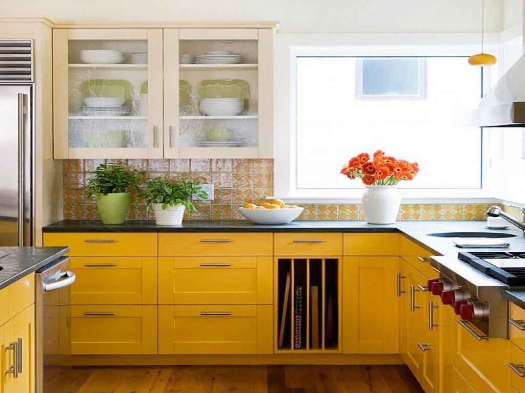 Кухонная мебель с желтыми фасадами