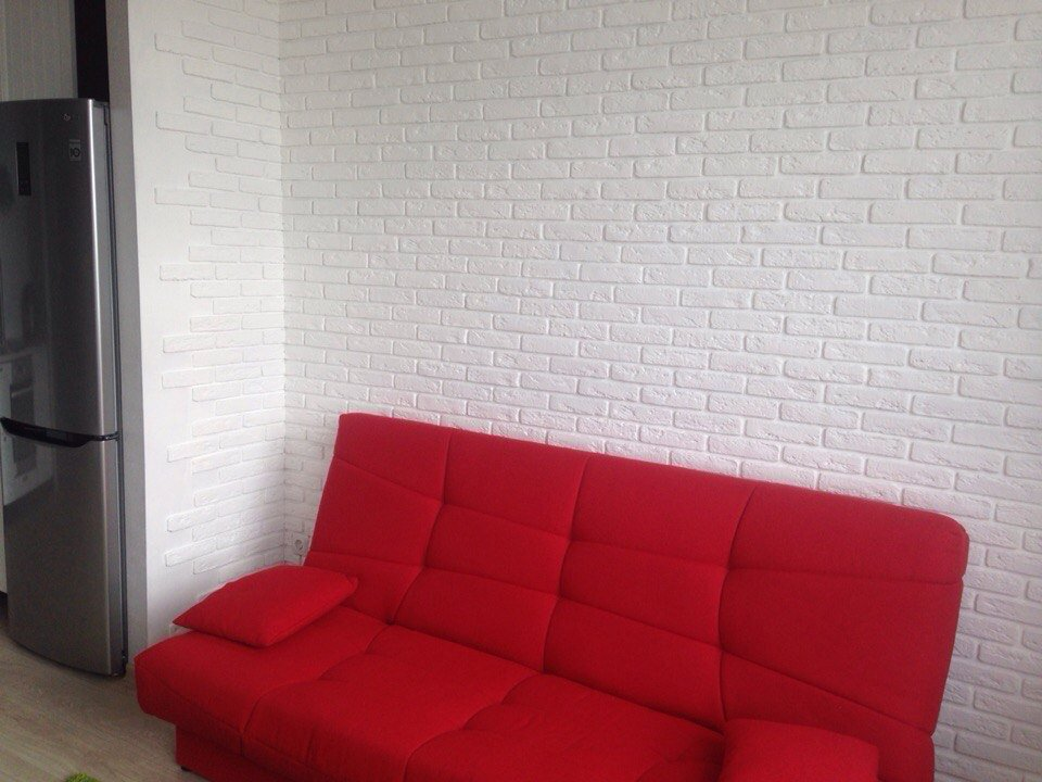 Дизайн стены гипсовой плиткой