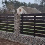 Каменная ограда на участке