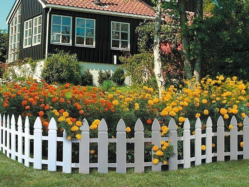 Декоративный забор перед домом