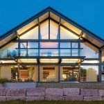 Сооружение со стеклянными стенами