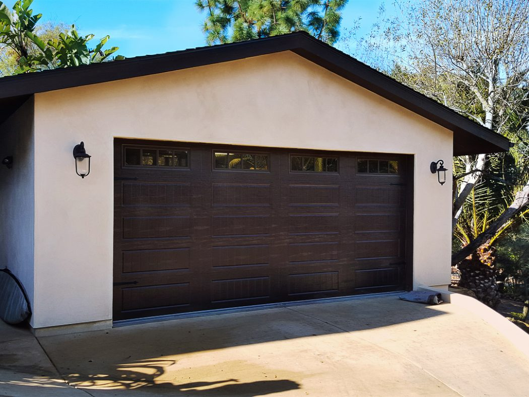 Ворота с окошками в гараже