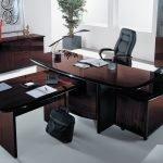 Т-образный стол для директора