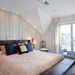 Яркое освещение над кроватью