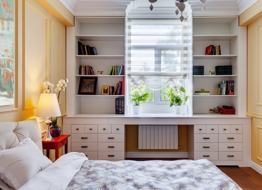 Стеллажи для книг в спальне