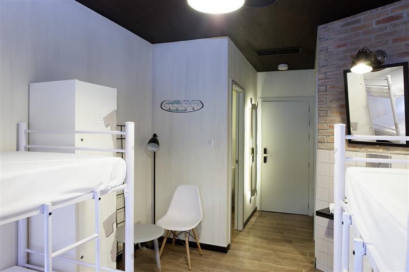Современный интерьер комнаты в общежитии