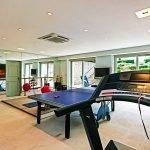 Просторный спортзал в доме