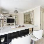 Кухонный стол в студии