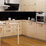 Кухонная мебель с глянцевыми фасадами