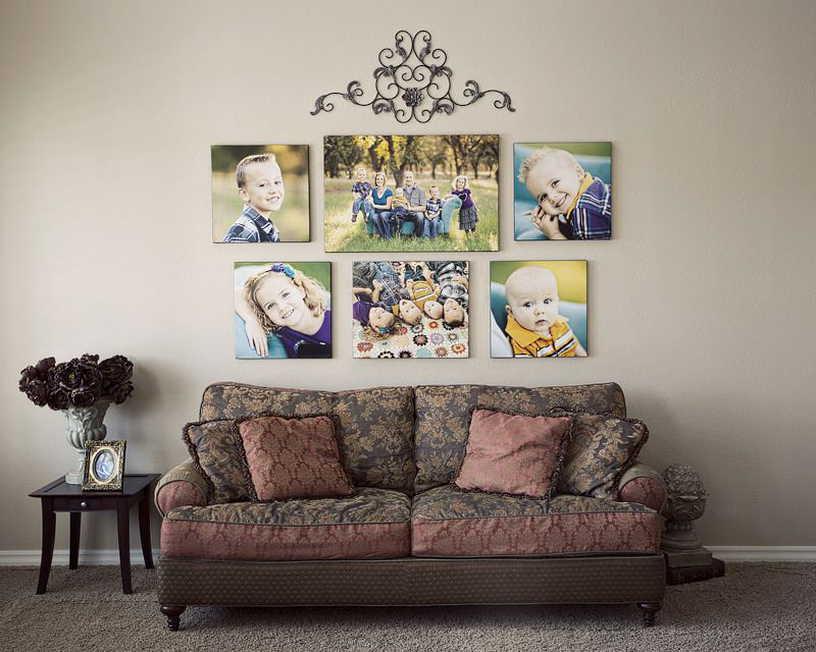 Семейные фото на стене в интерьере