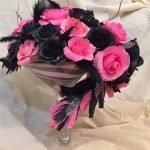 Черные и красные розы в вазе