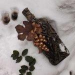 Виноградные листья на горлышке
