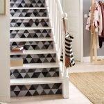 Украшение лестницы обоями