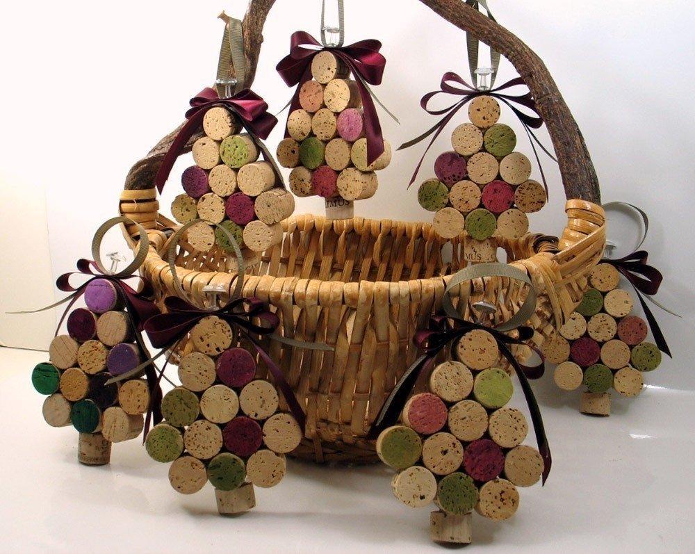 Новогодний декор из винных пробок