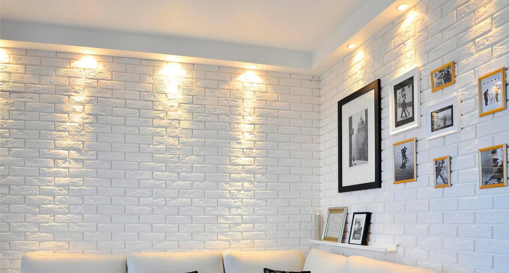 Декоративный кирпич на стенах фото