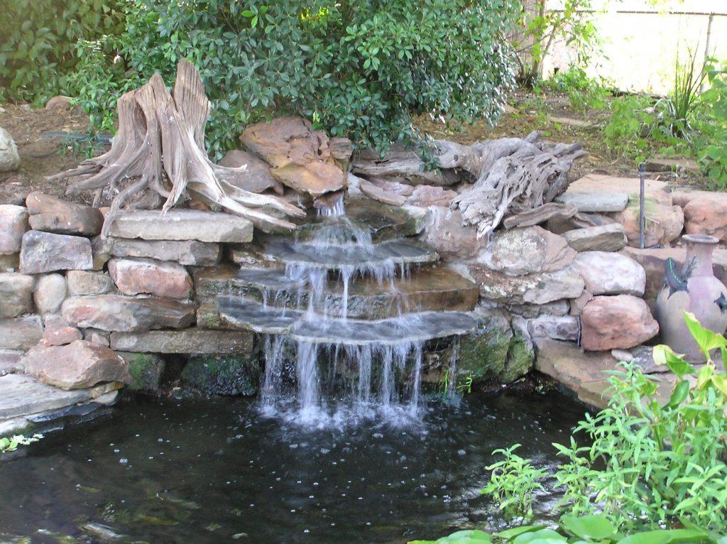 Декоративный водопад на участке