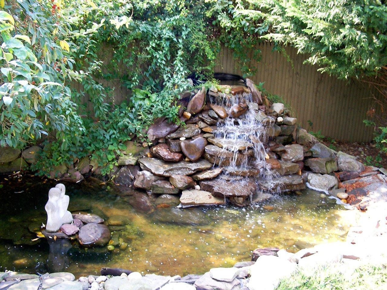 водопады на садовом участке в картинках заключаются