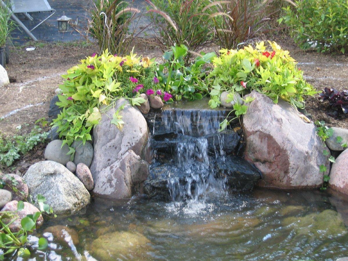 Фонтаны и водопады на даче фото