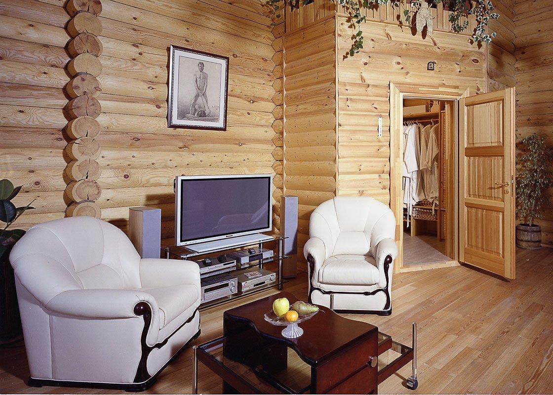Светлая мебель в комнате отдыха в бане
