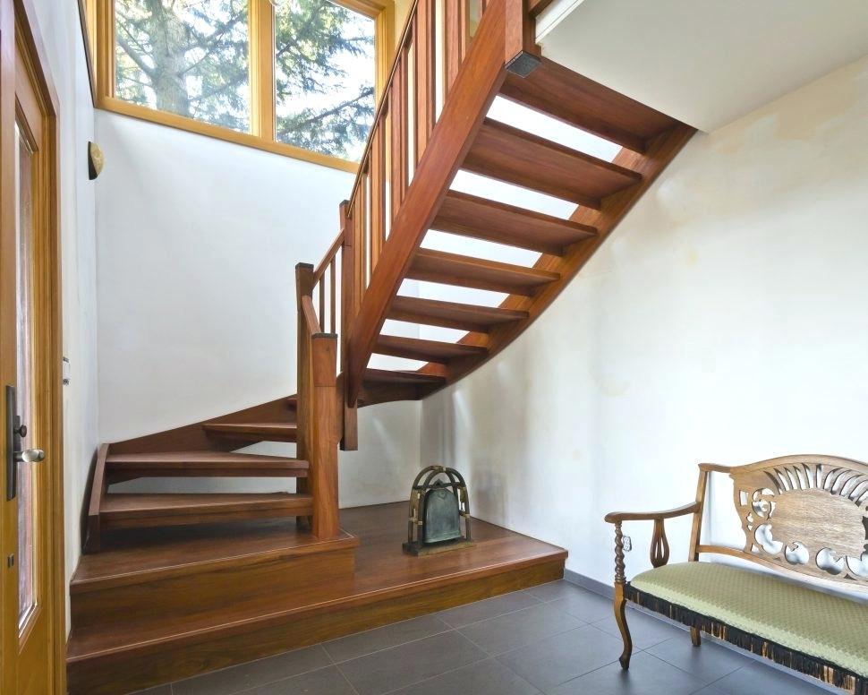 Лестница из массива дуба