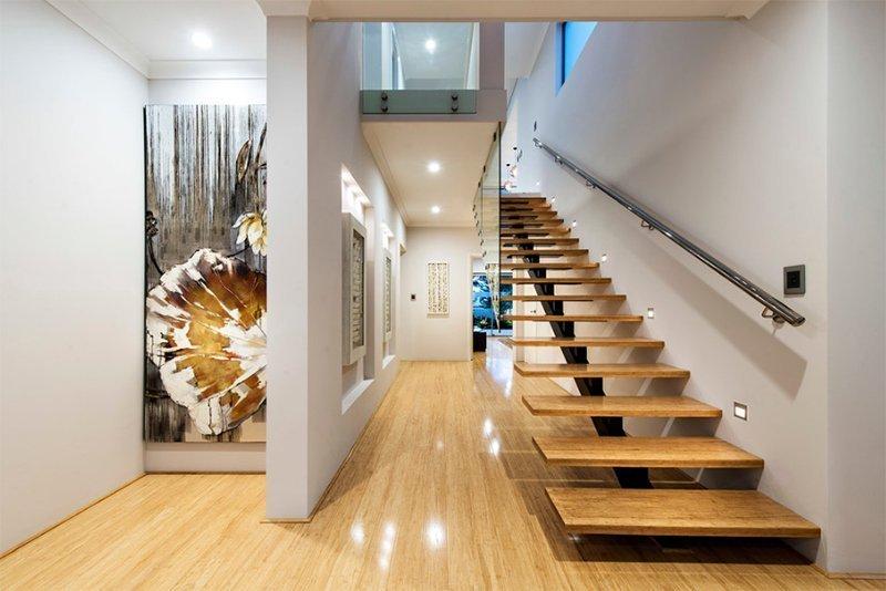 Дизайнерский ремонт с лестницей