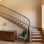 Интерьер в стиле винтаж с лестницей