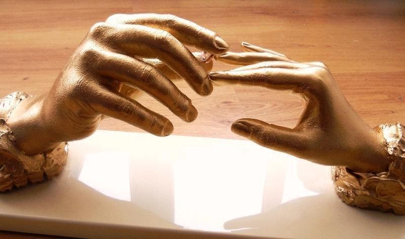 Декор в виде рук