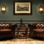 Столик между кожаными креслами