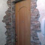 Камень вокруг двери