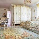 Резная мебель в спальне