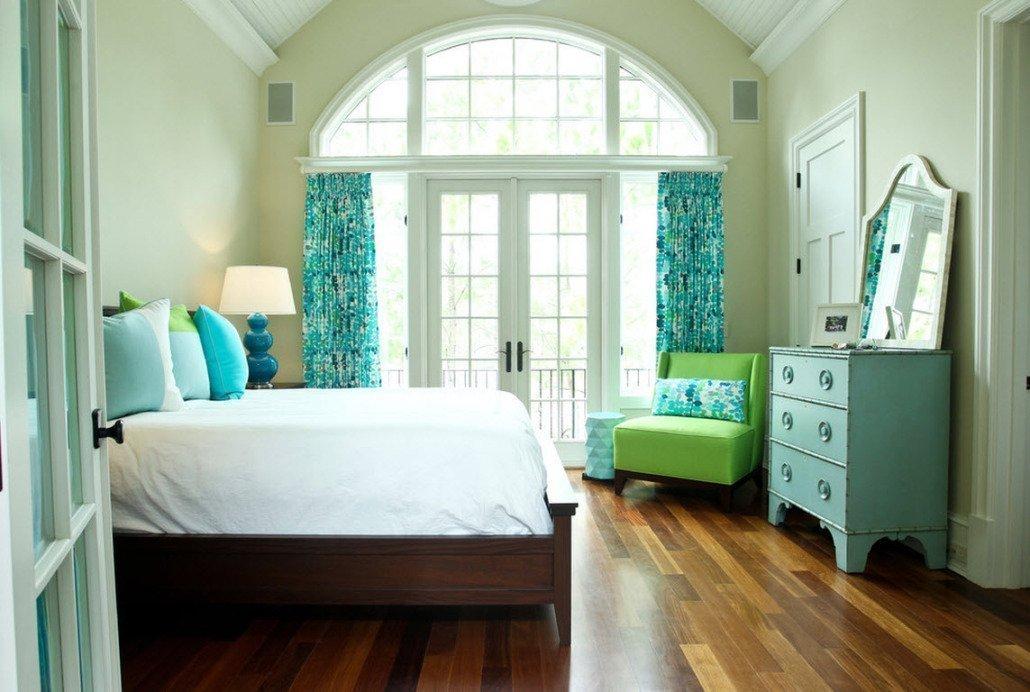 Сочетание голубого и фисташкового цветов в спальне