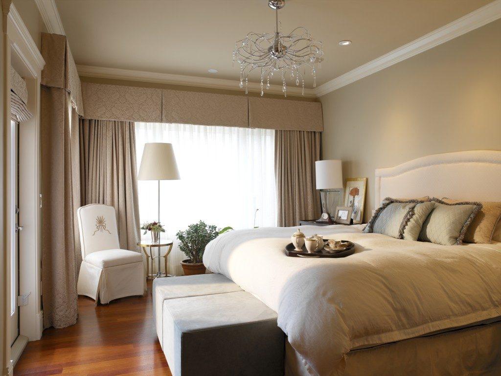 Однотонное оформление интерьера спальни