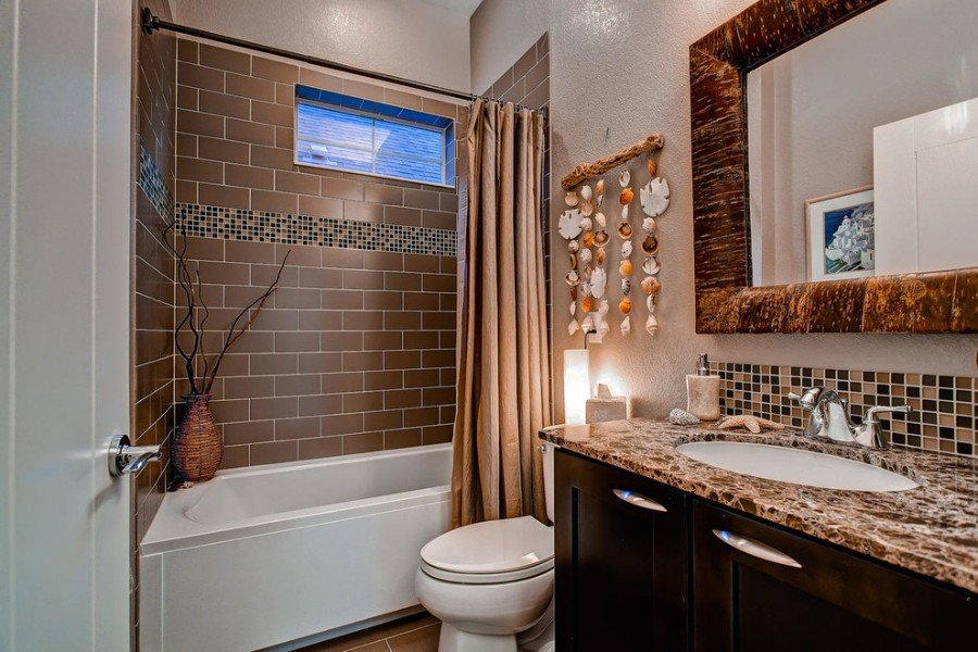 Комбинированная плитка в ванной