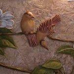 Барельеф любопытная птичка