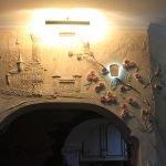Барельеф над аркой