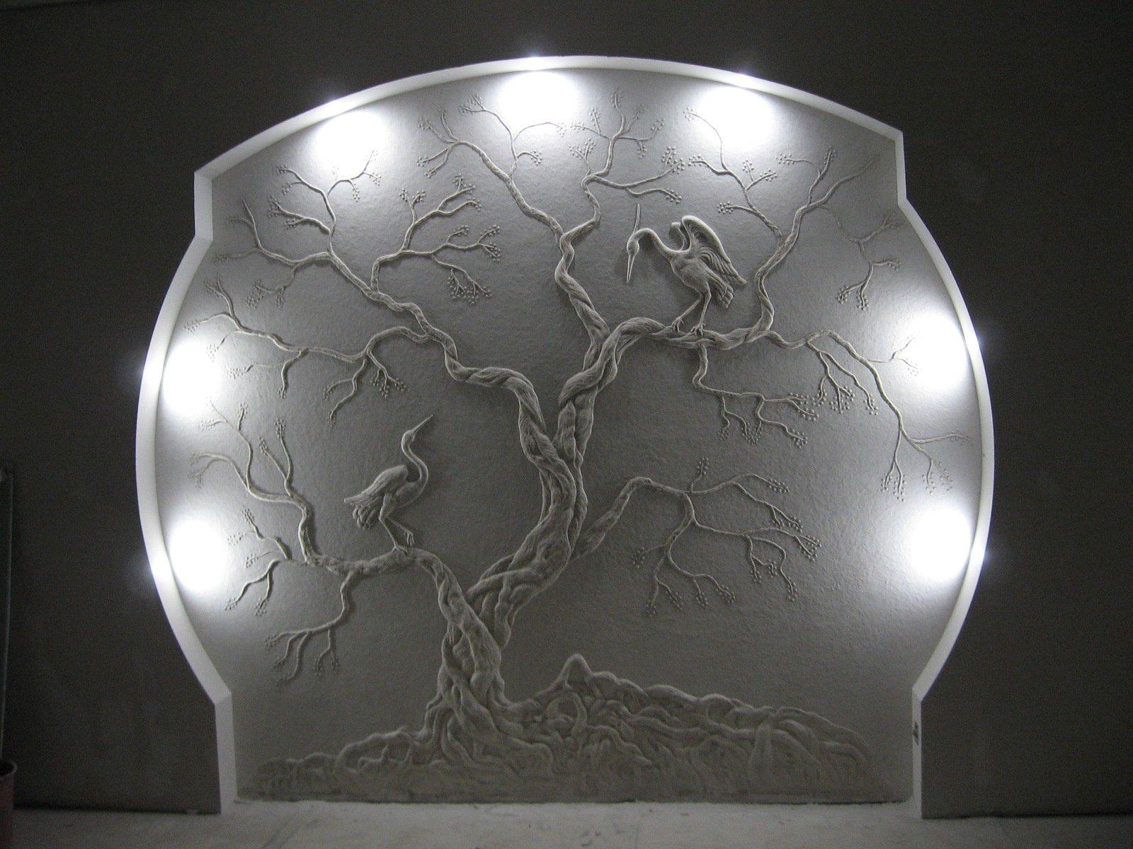 Барельеф с двумя птицами на дереве