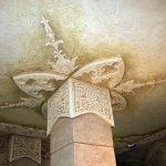 Барельеф на потолке вокруг колоны
