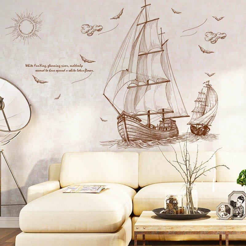 Тематический декор над диваном