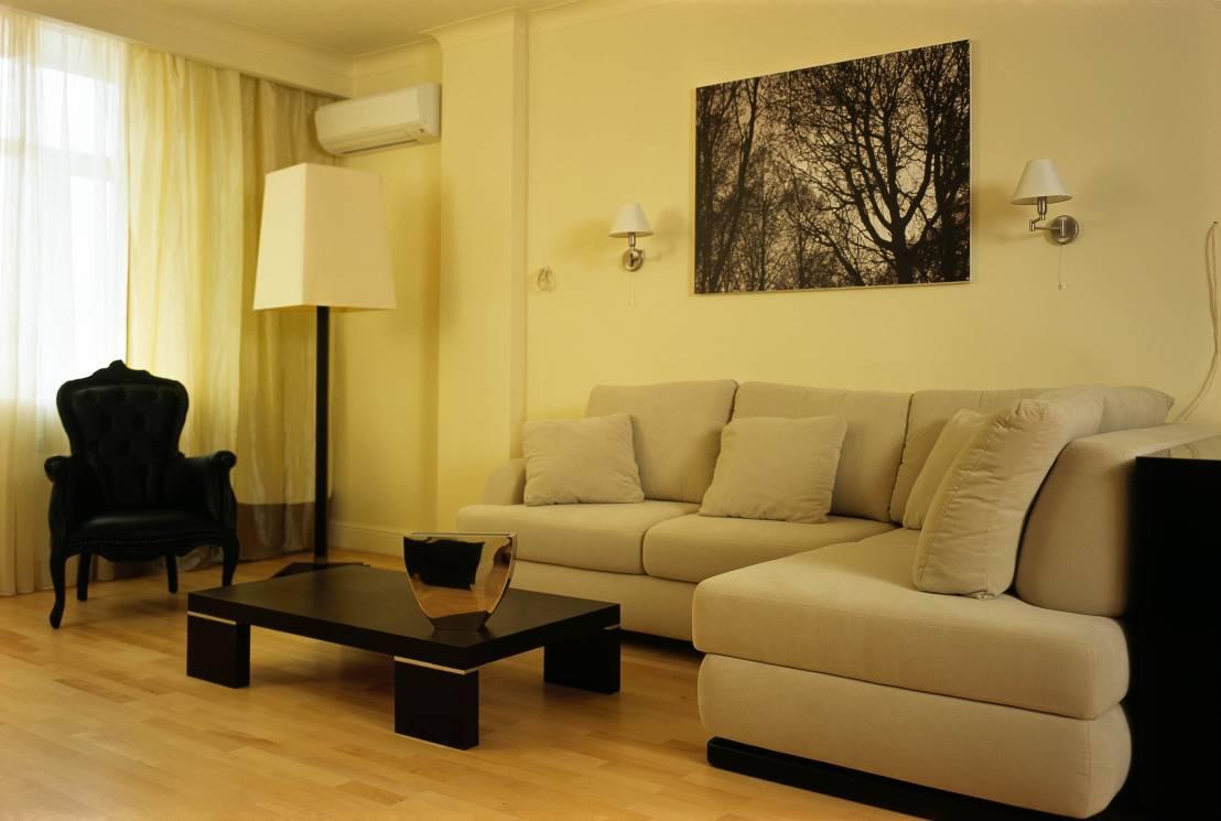 начала картинки бра над диваном в гостиной этому