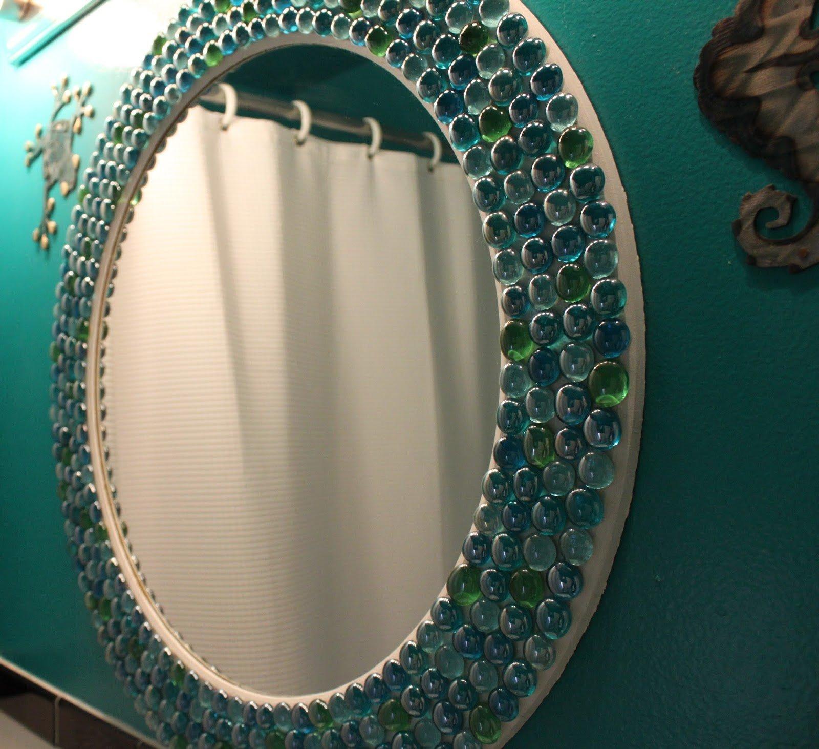 Декор зеркала прозрачными камнями