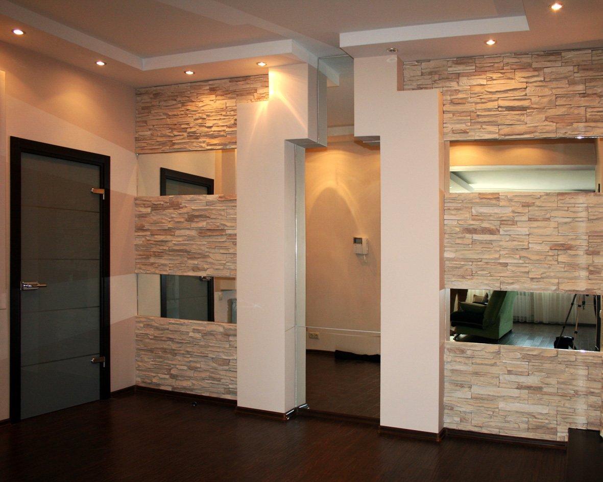 Перегородка между комнат из декоративного камня