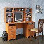 Компьютерный стол в классическом стиле
