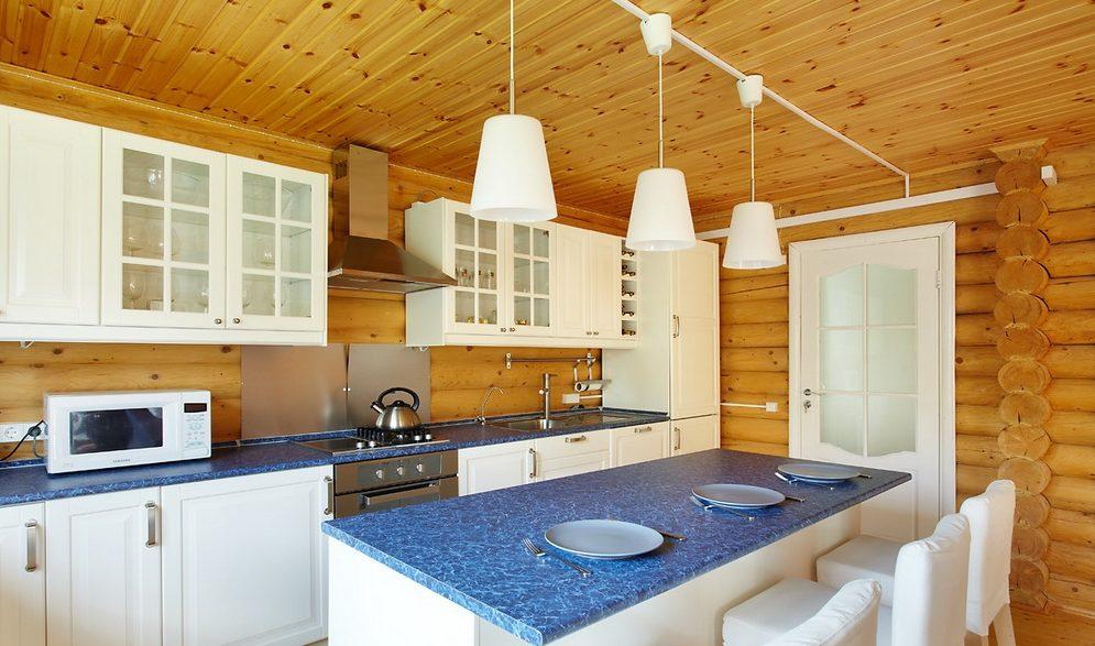 Современный интерьер кухни на даче